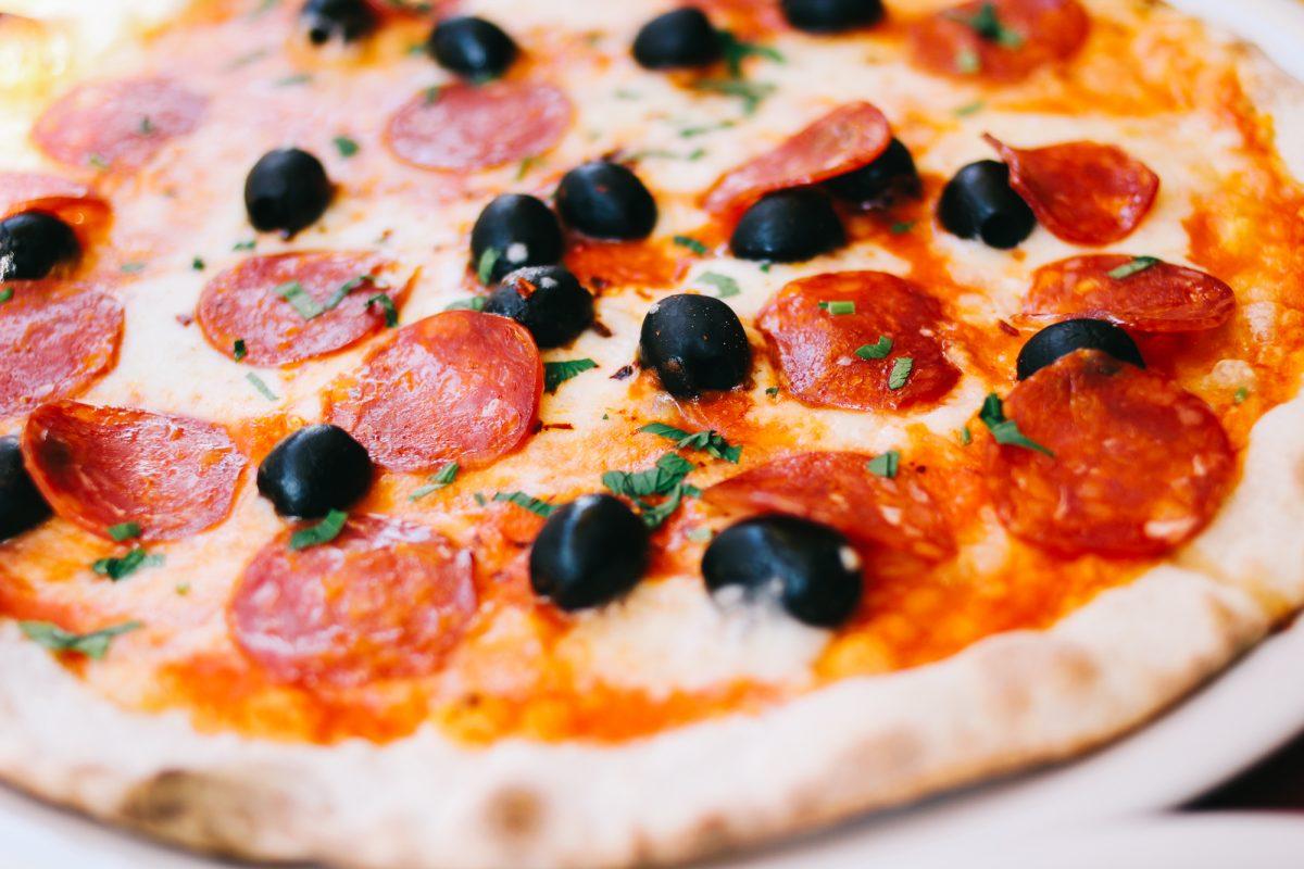 Pizza black olives